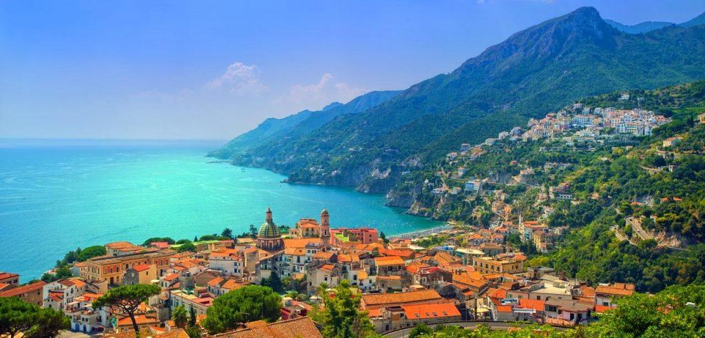 Vetri sul mare Costa Amalfitana a sud di Napoli